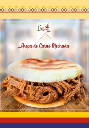 Arepa de Carne Mechada - Maïsmeel broodjes met draadjes rundvlees.