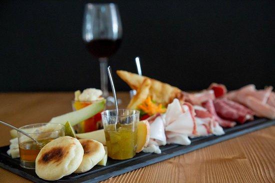 Tagliere di salumi e formaggi...per un gustoso apericena