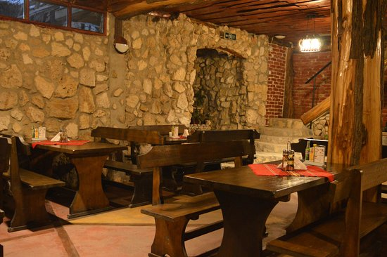 Tutrakan, Bulgaristan: The interior of the restaurant