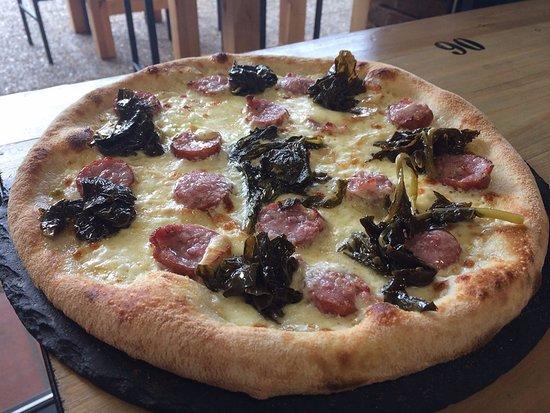 Vini & Pizze: spezia : creme, saucisse  montbéliarde fumée, scamorza fumée, friarelli
