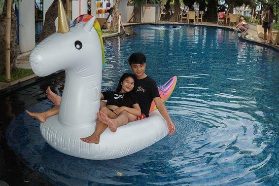 Swimming Pool Hardys Hotel Singaraja
