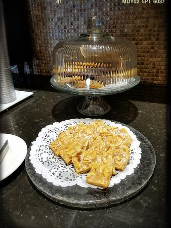 Hhonors Executive Lounge: Afternoon Tea Snacks
