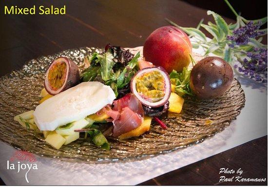 La Joya: Variety of fresh leaves with goat cheese, Greek prosciutto, and seasonal fruits