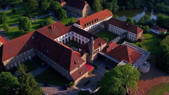 Warburg, Jerman: Die Klosteranlage umfasst neben der Landvolkshochschule noch das Jugendhaus des Erzbistums Paderborn.