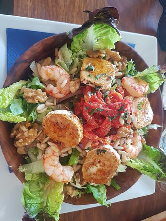 Ca's Patro March: Salad with shrimp, nuts, goat cheese and sundried tomatoes - very nice!!