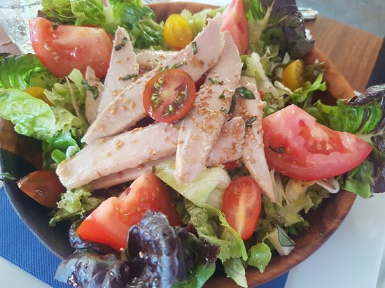 Ca's Patro March: Salad with tuna, tomatoes and basil - also delicious