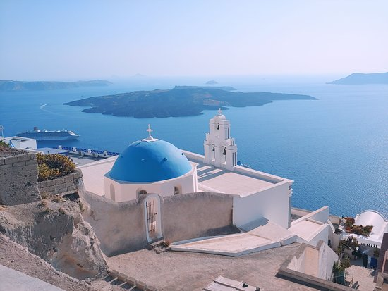 Private Custom Tour: Santorini in a Day: Best view of the caldera with the church in foreground.