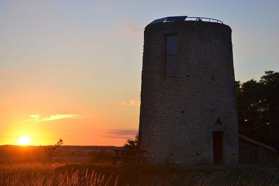 Пуату-Шарант, Франция: Magnifique couché du soleil vu du moulin de la Garenne