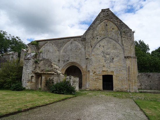 Longues-sur-Mer, Fransa: Ruin of one of the buildings