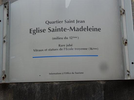 vanuit het toeristische centrum naar het quartier St-Jean voorbij de straat Quinze vingts