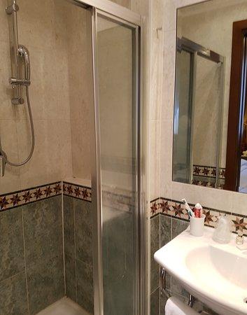 Bathroom 21 showing shower