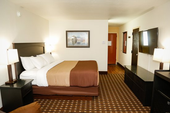 Billings Hotel & Convention Center: King Room