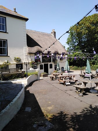 The Old Inn- Mullion: lovely outside area