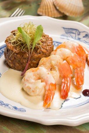 Restaurante Universal: Camarão Sexy. Camarões ao molho de queijo brie, com risoto de morango e sálvia,