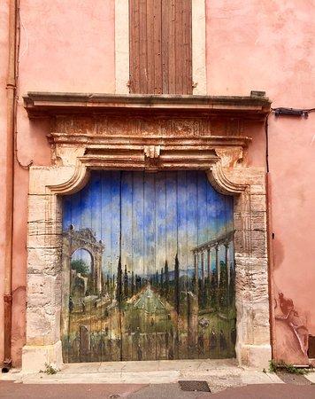 Roussillon è una esplosione di colori