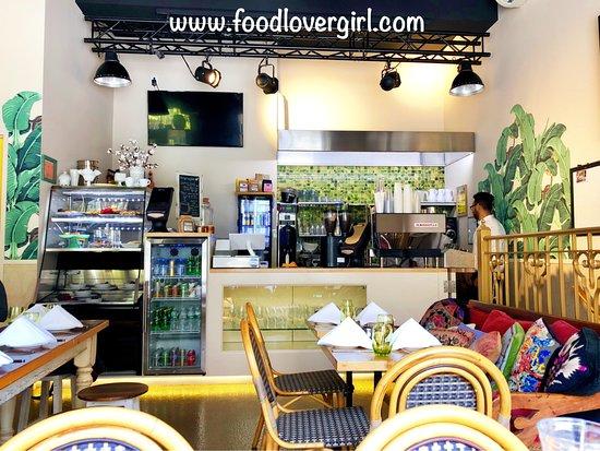 Halo Bistro Cafe: Interior