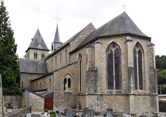 Eglise Abbatiale d'Hastiere: Partie gothique (vue de l'est)