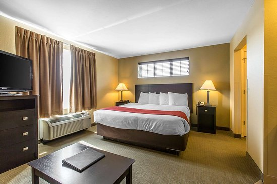 MainStay Suites Camp Lejeune: King room