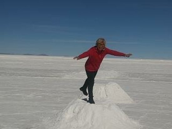 ‪‪Salar de Uyuni‬: In the Salar they put small mounts of salt for you to see and touch. Which is great as it makes you aware that you are really on top of  salt and not on snow.‬