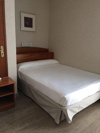 Hotel Castilla Alicante Photo