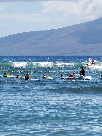 """Group Surf Lesson in Lahaina: Everyone waiting for """"their wave"""""""