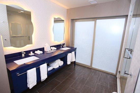 Hotel Indigo Naperville Riverwalk: Guest room amenity