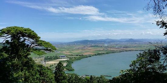 拝殿前からの琵琶湖の眺望です