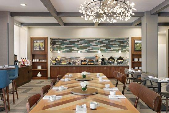 Four Points by Sheraton Sacramento International Airport: Restaurant