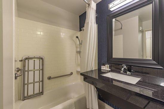 Fairfield Inn & Suites by Marriott Texarkana, Texas: Guest room