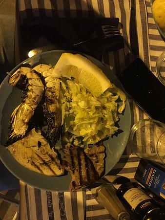 Abbascio 'u mare: Cena con amici, una meravigliosa frittura di pesce e gamberi accompagnato da un ottimo bicchiere di vino bianco, e sempre un piacere ritornarci per trascorrere una serata doc