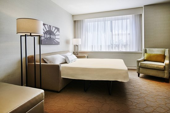 Delta Hotels by Marriott Dartmouth: Guest room