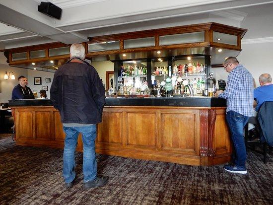Bob's Smithy Inn Country Pub and Dining: Bar ...