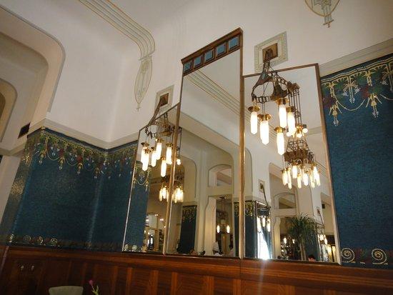 Sarah Bernhardt Restaurant: 室内の装飾は言うことありません
