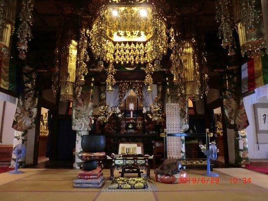 Zuiun-ji Temple: 本堂の正面