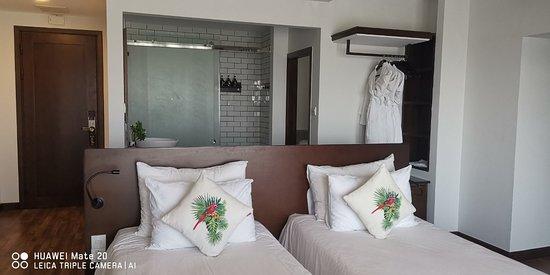 Khách sạn đẹp và sạch sẽ, nhân viên rất thân thiện và luôn hỗ trợ khách hàng, buffet sáng nhiều món và rất ngon.