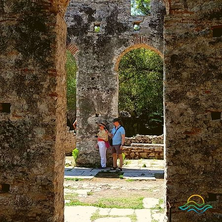 Butrint, ألبانيا: Some sites are just to magnificent to fully behold... and just to architecturally amazing to not capture as a forever memory of our tour guests. ❤️  Come with Tea Tours to explore the Ancient Site of Butrint and capture your own memories in this historic site today! ❤️