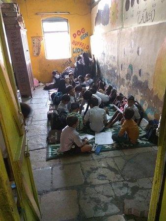 Dharavi slum class room slum dog millionaire copy us.