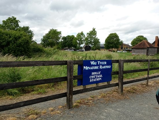 Wat Tyler Country Park: The sign says it all!
