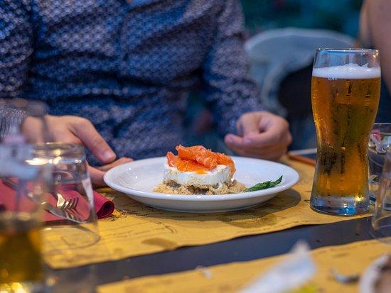 Verrua Savoia, Italia: Cheesecake salata con salmone marinato.