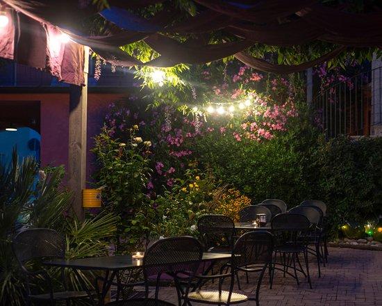 Verrua Savoia, Italia: La terrazza di notte.