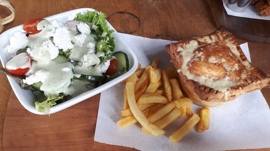 Potpie with Chips & Salad