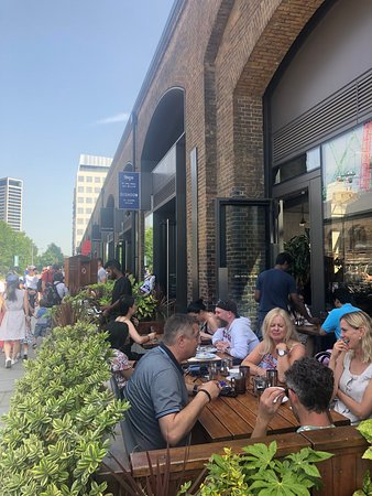 Great outdoor lunch - usual excellent food