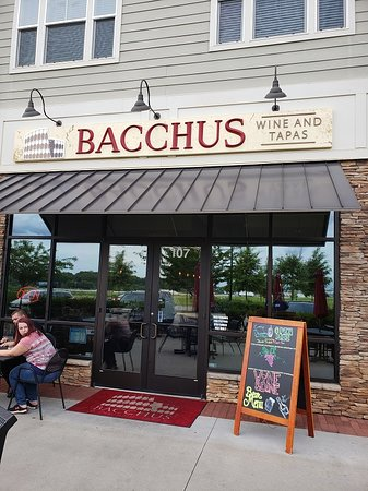 Bacchus Wine and Tapas: Welcome to Bacchus