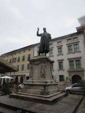Monumento ad Alessandro Vittoria