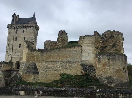 Domaine de Noiré: The historic fortified village of Chinon.