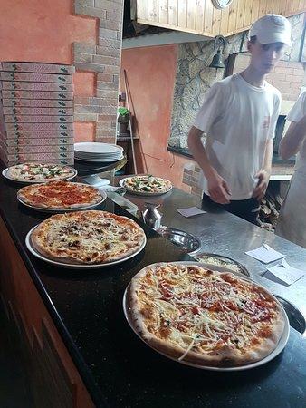 Pizzeria buonissima, con antico forno a legna
