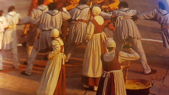 הדולומיטים בטרנטינו, איטליה: FOTO ''TRADIZIONI'' LADINE