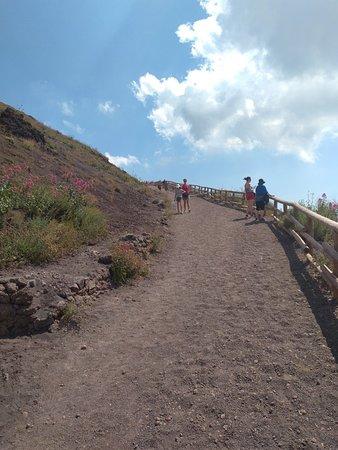 Vesuvius National Park: Easy path at Vesuvius NP