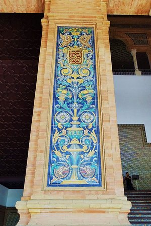 Tilework on column next to stairwell. Note musician on the stairs.