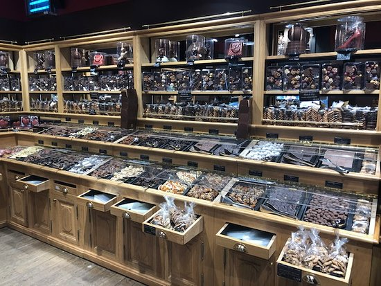 Maison Georges Larnicol: so many chocolates!